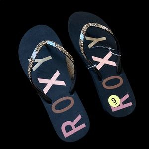 NWT Roxy Flip Flops Black and Leopard Size 9